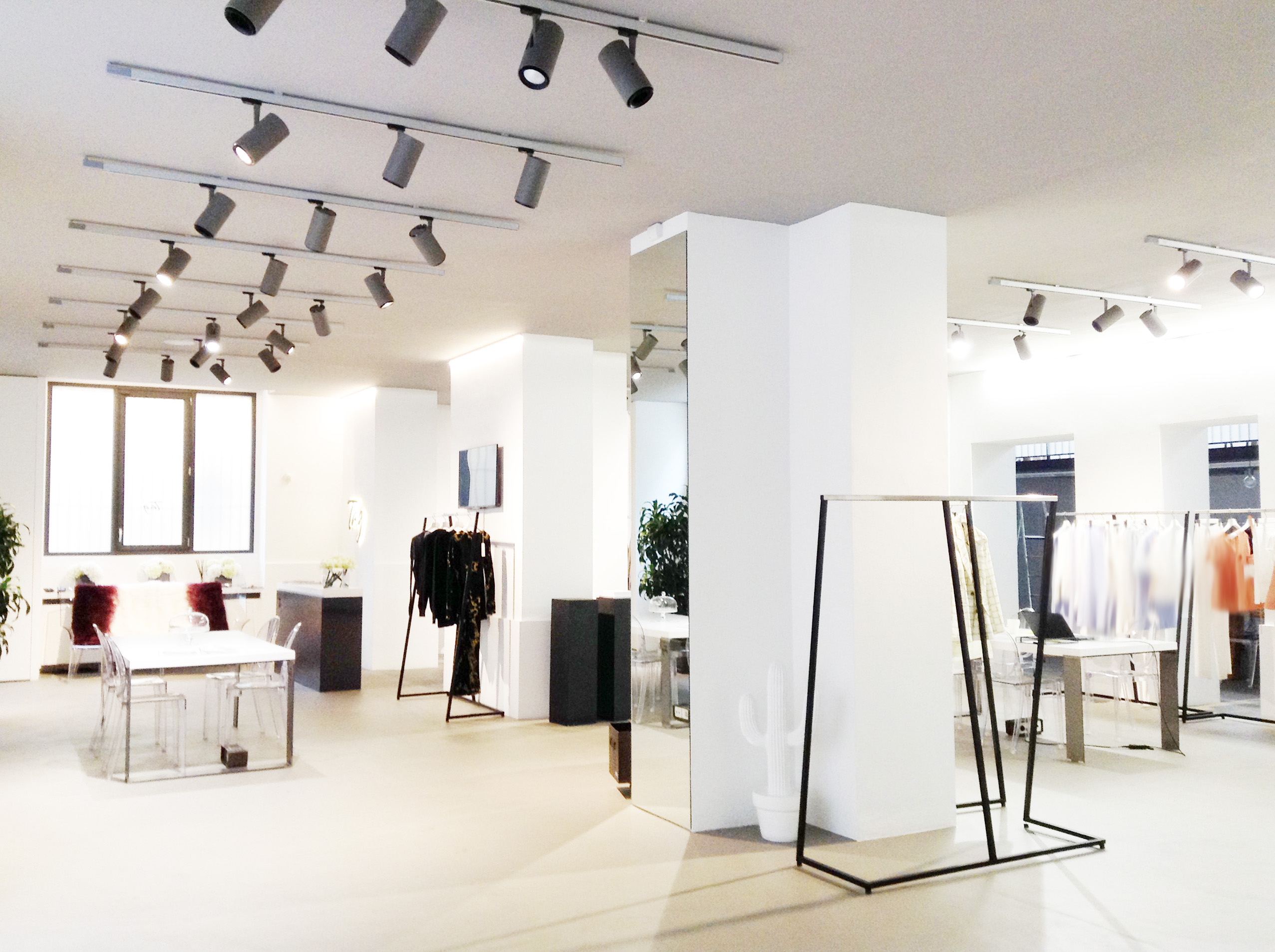 Spazio genova showroom noem alemn with spazio genova for Molinari arredamenti