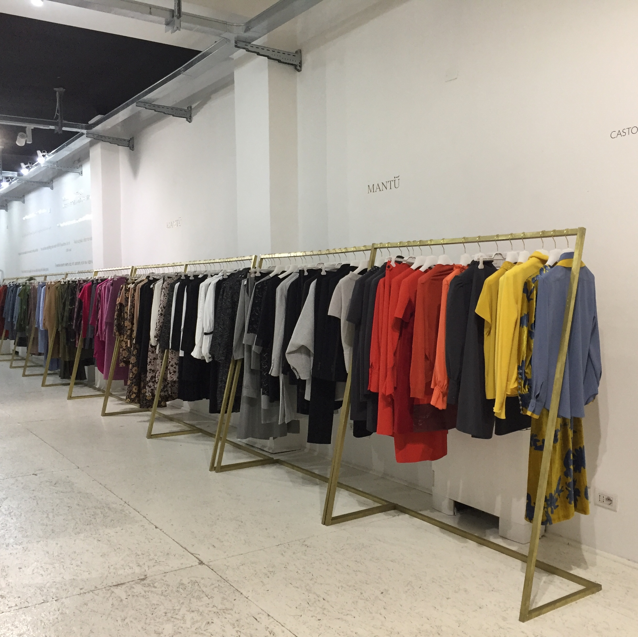 Production - Laboratorio, Open space, Showroom di 210mq in via Savona 53 | location allestita 6