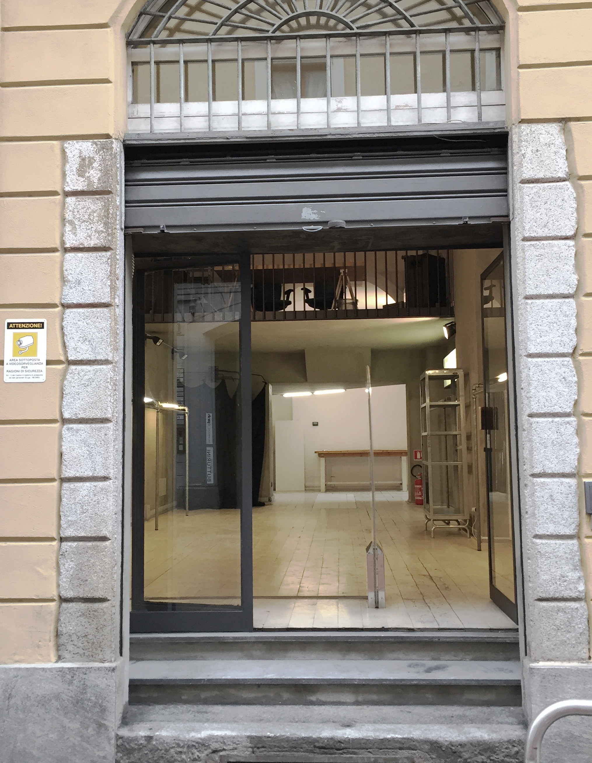 Tortona 5 - Loft, Negozio, Showroom di 50mq in Via Tortona 5 | location disallestita 1